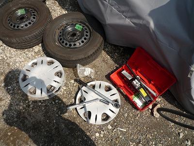 油圧ジャッキ マサダ MSJ850でフリードスパイクのタイヤ交換