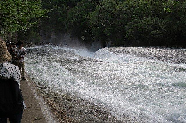 ド迫力の吹割の滝
