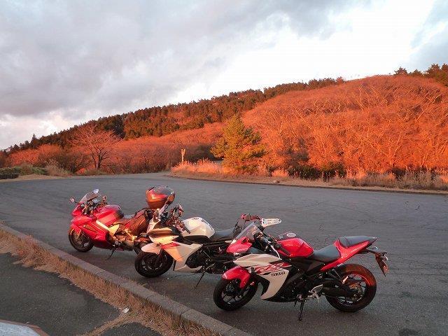 夕日に染まるバイク