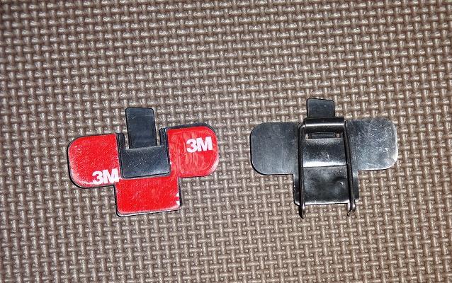 両面テープとクリップの取り付けベース