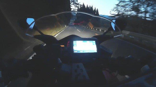 夕暮れの山道