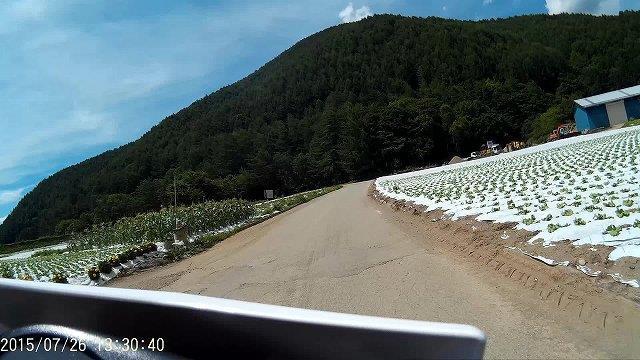 農場を走り抜ける