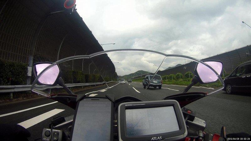 東名高速を走る