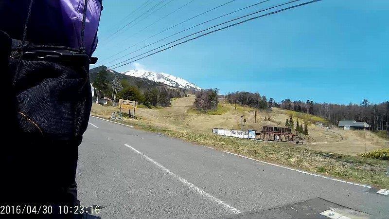 スキー場の中の道