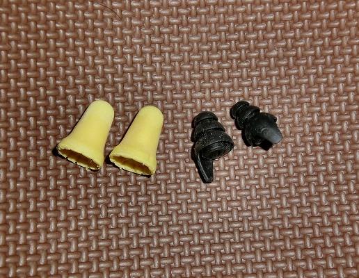 普通の耳栓とバイク用耳栓
