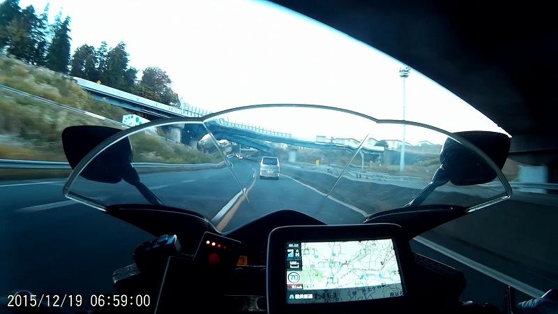 高速道路を走る
