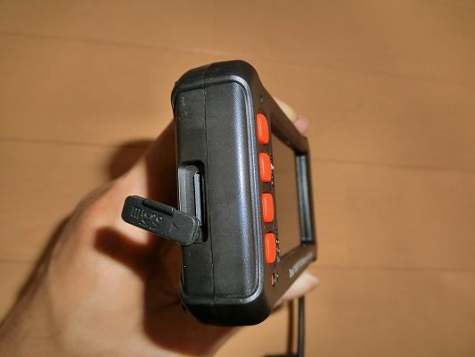 側面のmicroSDカードスロット