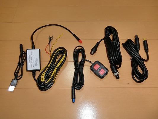 電源ケーブル、リモコン、延長ケーブル