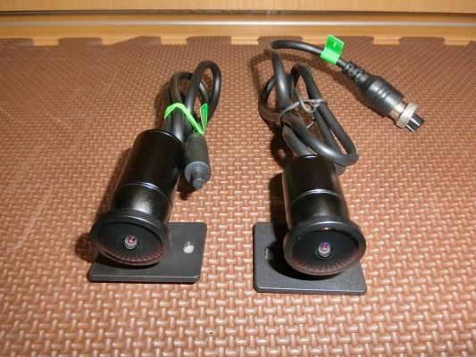 左がリアカメラ、右がフロントカメラ