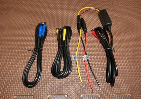 電源ケーブルとカメラ用延長ケーブル